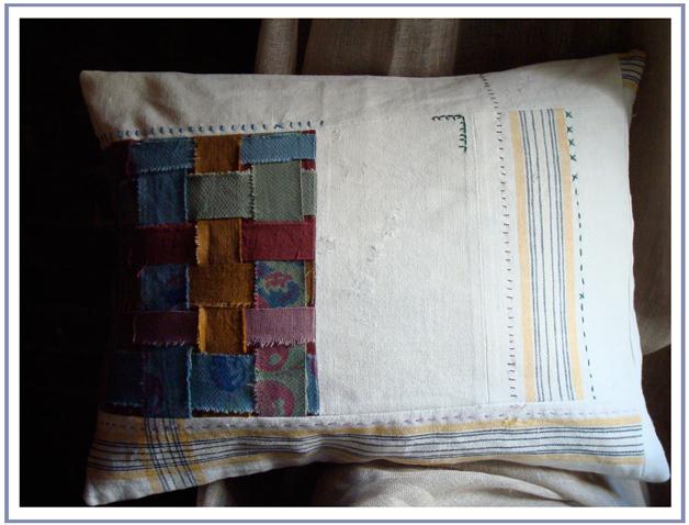 Cream_tablecloth_pillow_72